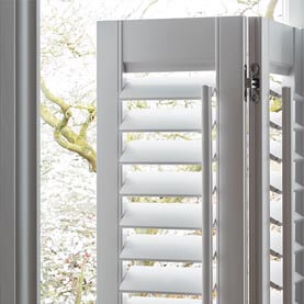 Close up of how café style window shutters operate