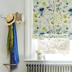 Made-to-measure Roman blind on rectangular window