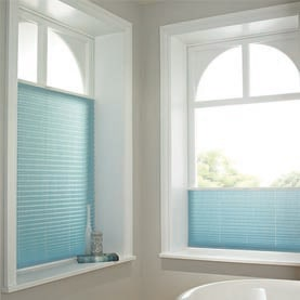 Made-to-measure blue Café blinds in bathroom